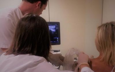 Grupo Juaneda ha realizado un tratamiento que permite eliminar las calcificaciones del hombro sin cirugía.